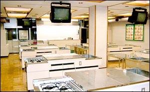 食物実習室 (第4校舎内)